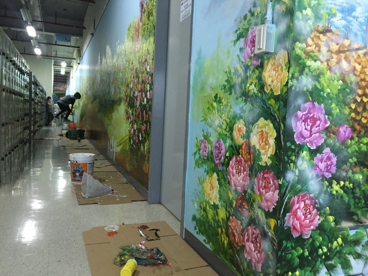 Vẽ tranh tường mở rộng không gian